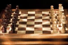 Xadrez em um tabuleiro de xadrez Foto de Stock Royalty Free