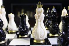 Xadrez muito na placa Imagem de Stock Royalty Free