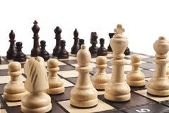 Xadrez na placa de xadrez Imagem de Stock