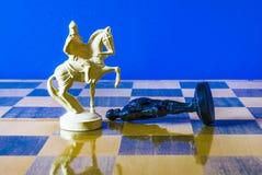 Xadrez no fundo preto foto de stock royalty free
