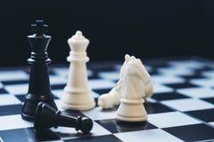 A xadrez penhora no tabuleiro de xadrez com foco seletivo Fotografia de Stock Royalty Free