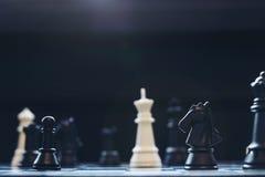 A xadrez penhora no tabuleiro de xadrez com foco seletivo Imagens de Stock Royalty Free