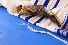Xaile de oração - Tallit e Shofar & x28; horn& x29; símbolo religioso judaico imagens de stock royalty free