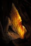 Xaile iluminado na caverna da pedra calc?ria fotografia de stock