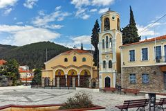 XANTHI GRECJA, WRZESIEŃ, - 23, 2017: Typowa ulica i stary dom w starym miasteczku Xanthi, Grecja Zdjęcie Royalty Free