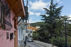 XANTHI GRECJA, WRZESIEŃ, - 23, 2017: Typowa ulica i stary dom w starym miasteczku Xanthi, Grecja Zdjęcia Stock