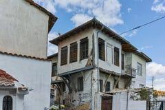 XANTHI GRECJA, WRZESIEŃ, - 23, 2017: Typowa ulica i stary dom w starym miasteczku Xanthi, Wschodni Macedonia i Thrace, Obrazy Royalty Free