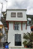 XANTHI GRECJA, WRZESIEŃ, - 23, 2017: Typowa ulica i stary dom w starym miasteczku Xanthi, Wschodni Macedonia i Thrace, Fotografia Royalty Free