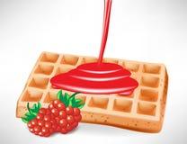 Xarope da baga sobre o waffle belga Fotografia de Stock