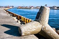 Xaver strom tetrapod bij Darlowko-haveningang Stock Foto