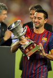 Xavi Hernández de FC Barcelona soporta el trofeo Imagenes de archivo