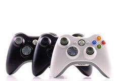 Xbox- 360spiel-Kontrollen lizenzfreies stockfoto