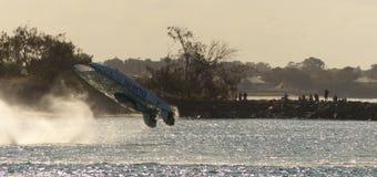 Xcats snabb motorbåtbläddring Arkivfoton