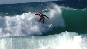 Xcorps TV som surfar avbrott 2 för Hawaii norr kuststrand arkivfilmer
