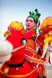 Xi''an Kina-Februari 13, en folk konstnär utförande Shehuo, Shehuo är ett nonmaterial kulturarv som firar det nya arkivbild