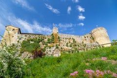 XI守卫村庄的世纪堡垒在意大利乡下 免版税图库摄影