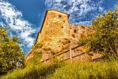 XI守卫村庄的世纪堡垒在意大利乡下 库存图片