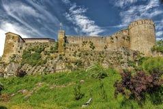 XI守卫村庄的世纪堡垒在意大利乡下 免版税库存图片