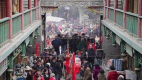 Xi 'uma CHINA, - 2 de fevereiro de 2012: - A feira do templo guardou cada ano no festival de mola em um templo da taoista de oito vídeos de arquivo
