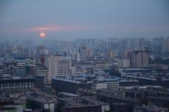 XI `看法日落的一个城市 库存照片
