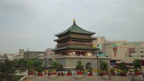 XI'AN, CHINA - 12 de abril de 2013: Lapso de tiempo del campanario de Xi'an almacen de video