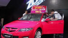 Xi'an China, - 30 de septiembre de 2013:- sal?n del autom?vil de Macao, almacen de metraje de vídeo