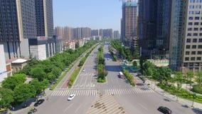 Xi'an, China, el 16 de mayo de 2017, tiro AÉREO del paisaje urbano y del horizonte de la ciudad en, Xi'an, China almacen de metraje de vídeo