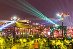 Xi ?, China - 13 Februari, 2019 De menigte bij Toneelvlek voor viert Chinees de lentefestival stock foto