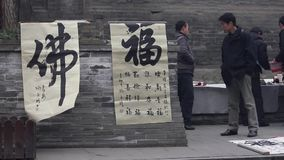 XI 'AN-DEC 29: Kinesiska kalligrafiarbeten selled i gata, December 29, 2012, XI 'en stad, Shaanxi landskap, porslin stock video