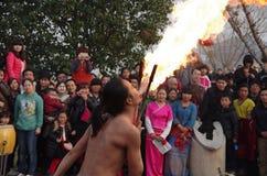 Chinese volkskunstenaars die nevelbrand uitvoeren royalty-vrije stock foto's