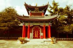 ` XI en forntida kinesisk arkitektur Gulou för Guangren tempel Arkivfoto
