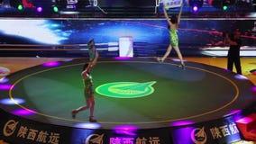 XI ?- Jun 16: De spelers voor het vrije gevecht passen komst op de arena aan, Jun 16, 2013, Xi een ?stad, Shaanxi-provincie, Chin stock videobeelden