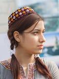 XI la BO une fille chinoise de minorité sur leurs robes traditionnelles Photos libres de droits