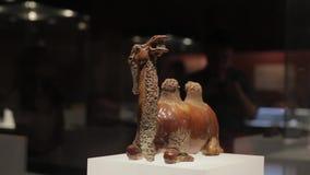 XI ?uma China 30 de maio de 2012: Exposi??o antiga chinesa da rel?quia cultural no museu de Shaanxi filme