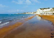 Xi vista di mattina della spiaggia (Grecia, Kefalonia) Immagine Stock Libera da Diritti