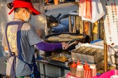 Xia Lin Scallion Pancake Um vendedor ambulante famoso da panqueca da chalota em Tainan, Taiwan fotos de stock royalty free