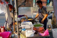 Xia Lin Scallion Pancake Um vendedor ambulante famoso da panqueca da chalota em Tainan, Taiwan foto de stock
