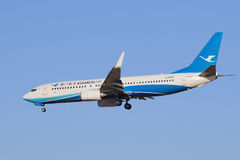 Xiamen Airlines B-5655 Boeing 737-800 som landar i Peking, Kina Royaltyfri Fotografi