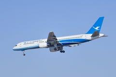 Xiamen Airlines B-2868 Boeing 757-200 som landar i Peking, Kina Royaltyfri Foto