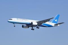 Xiamen Airlines B-2868 die Boeing 757-200 in Peking, China landen Royalty-vrije Stock Afbeelding
