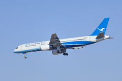 Xiamen Airlines B-2868 die Boeing 757-200 in Peking, China landen Royalty-vrije Stock Foto