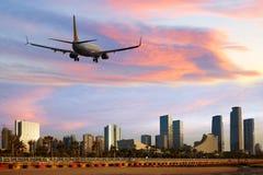 Xiamen de arrivée d'avion de ligne d'avion de passagers ou de départ plat, Chine Image stock
