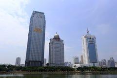 Xiamen elkraftbyggnad och branschbyråbyggnad Arkivbilder
