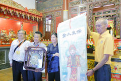 Xiamen qingjiao cijigong palace Chi Gong elder presented souvenir to hong kong taoist association vice-chairman yewenjun Stock Photography