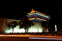 Xian antycznego miasta Porcelanowa ściana przy nocą obrazy royalty free