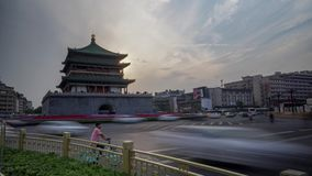 Xian Bell Tower Heavy Traffic Timelapse almacen de metraje de vídeo