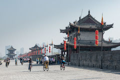 XIAN, CHINA - OCT 23 2014: Visitor at City Wall of Xi'an. a famo Royalty Free Stock Photos