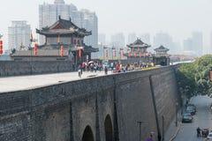 XIAN, CHINA - 23. OKTOBER 2014: Stadtmauer von Xi'an ein berühmtes historisches Lizenzfreies Stockfoto