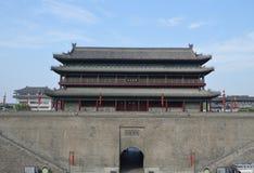 Xian City Wall och byggnader royaltyfri fotografi