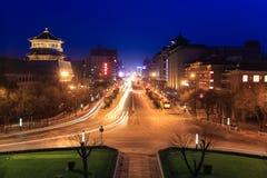 Xian gata på natten med ljusa slingor Royaltyfri Bild